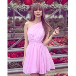 Rochita scurta eleganta sexy pe un singur umar roz