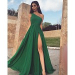 Rochie eleganta lunga verde cu un umar gol si slit adanc