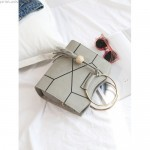 Geanta de mana delicata cu imprimeu geometric din imitatie piele gri