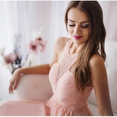 Rochie eleganta lunga roz pudra delicata cu detalii perlate